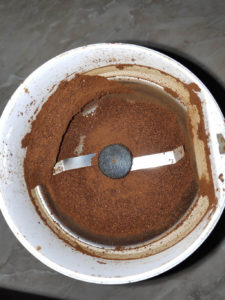 coffee_grinder_with_coffee_grided_problem1
